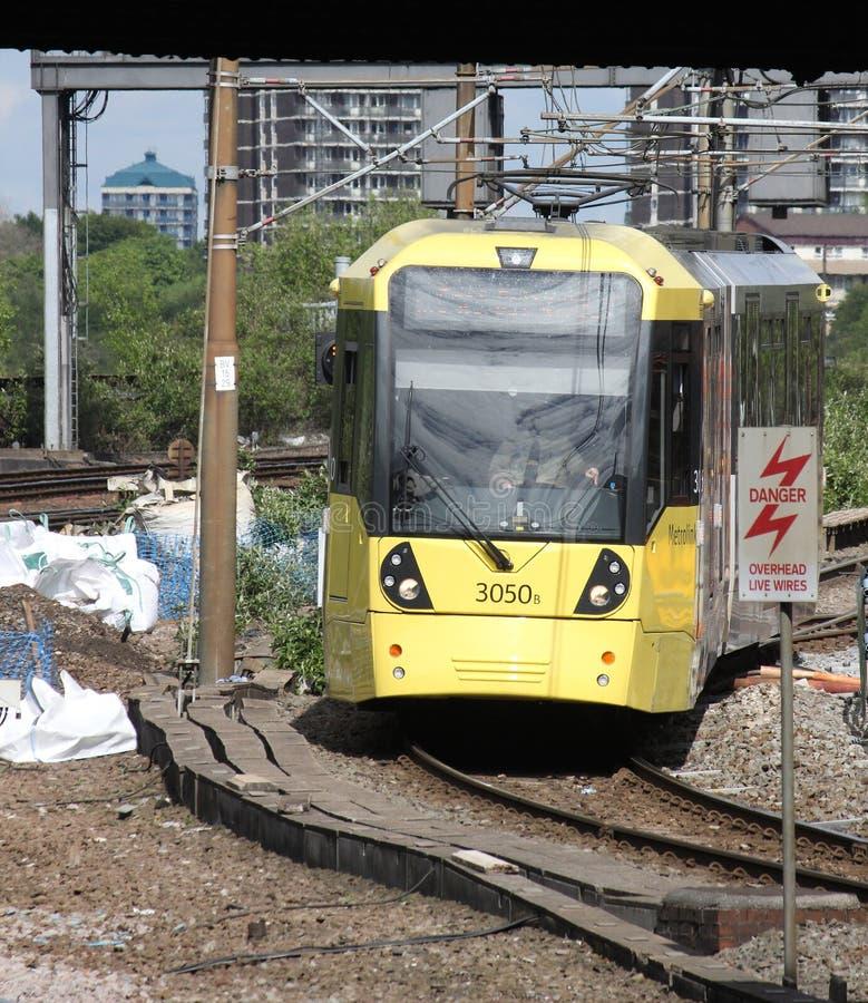 Bonde de Metrolink que chega em Manchester Victoria foto de stock royalty free