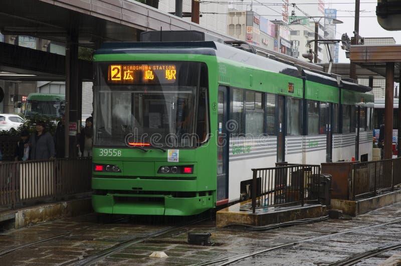 Bonde do ` s de Hiroshima na chuva, Japão fotos de stock