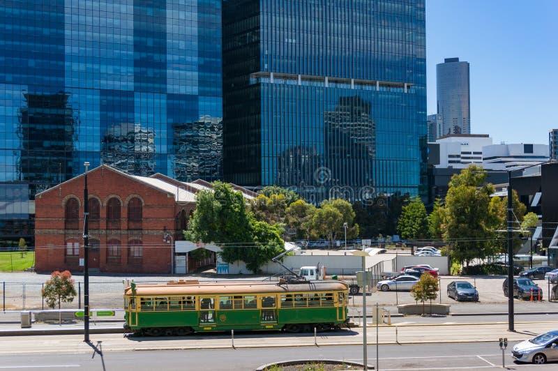 Bonde histórico nas ruas de Melbourne imagens de stock royalty free