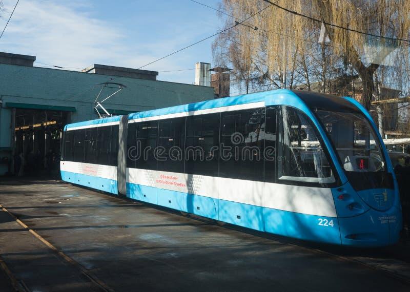 Bonde modernizado em Vinnytsia Transporte Empresa, Ucrânia imagens de stock