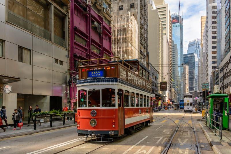 Bonde sightseeing do turista na rua de Hong Kong fotos de stock