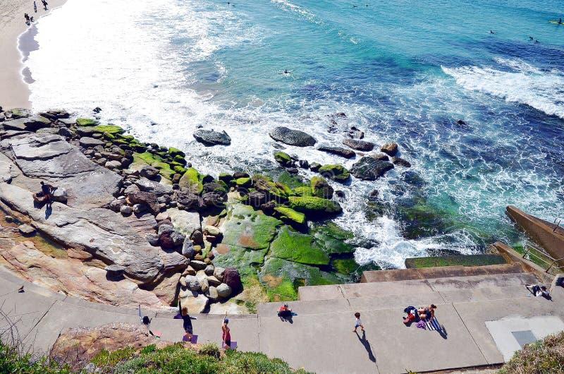 Bondi à caminhada litoral de Coogee, Sydney, Austrália imagens de stock
