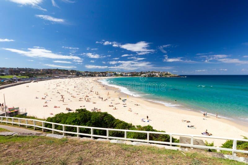 Bondi plaża na gorącym słonecznym dniu, Sydney, NSW, Nowe południowe walie, Australia zdjęcie royalty free