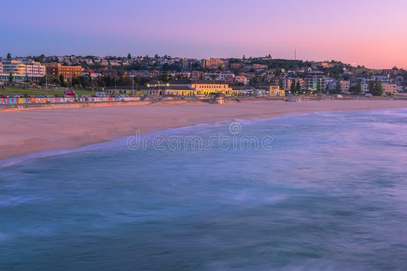 Bondi plaża przy wschodem słońca w Bondi plaży Sydney Australia obrazy royalty free