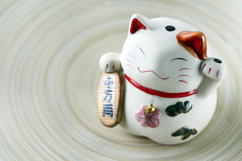Boneca afortunada japonesa do gato imagens de stock