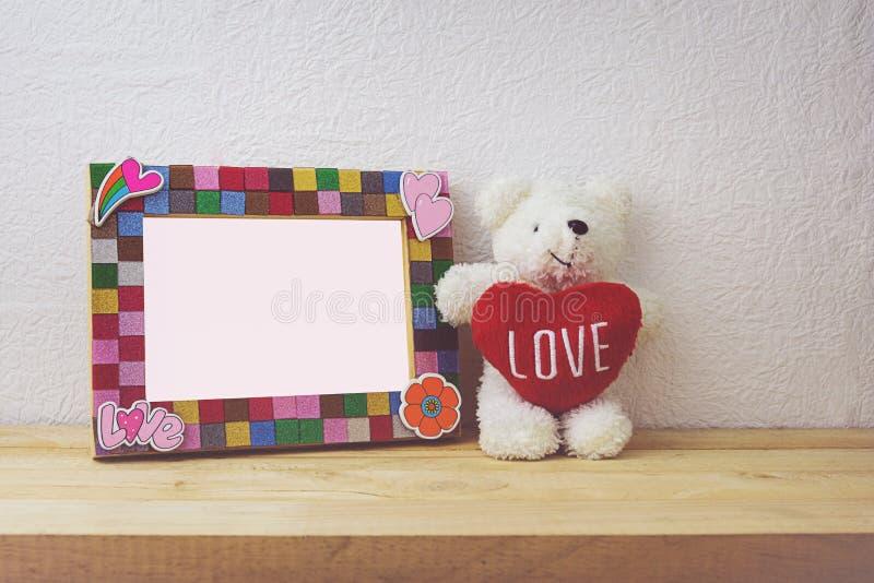 Boneca da moldura para retrato e do urso para a decoração home imagens de stock royalty free