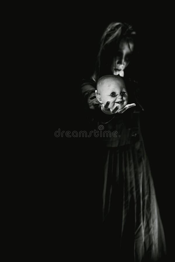 Boneca de Ghost no dia do Dia das Bruxas imagem de stock