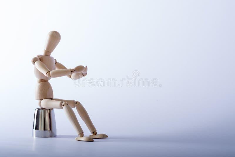 Boneca de madeira no estúdio imagem de stock royalty free