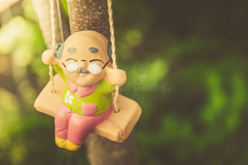 Boneca feliz do balanço do ancião fotografia de stock royalty free