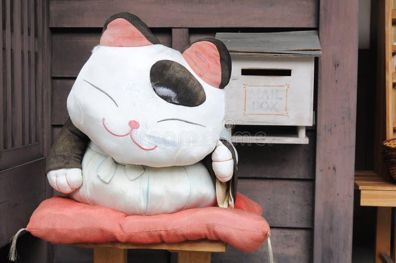 Boneca japonesa do gato da tela fotografia de stock