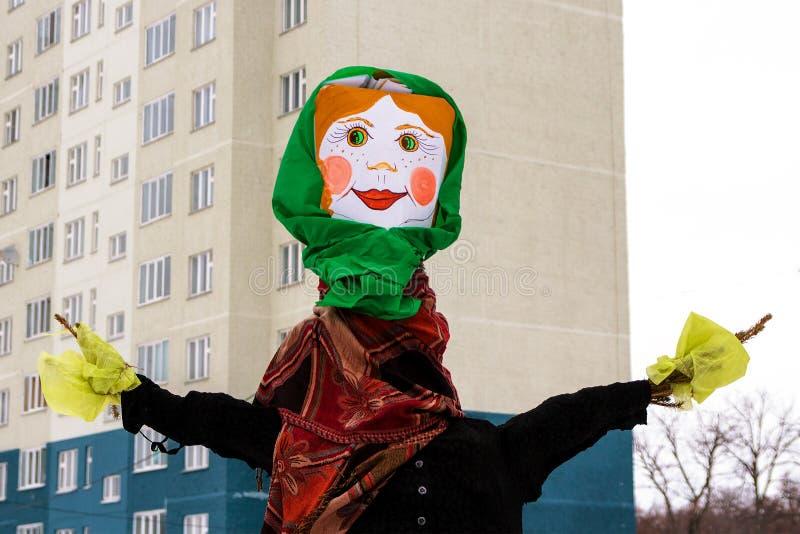 Boneca Maslenitsa para o ponto culminante da celebração último dia da semana de Cheesefare para queimá-la na fogueira do shroveti fotos de stock
