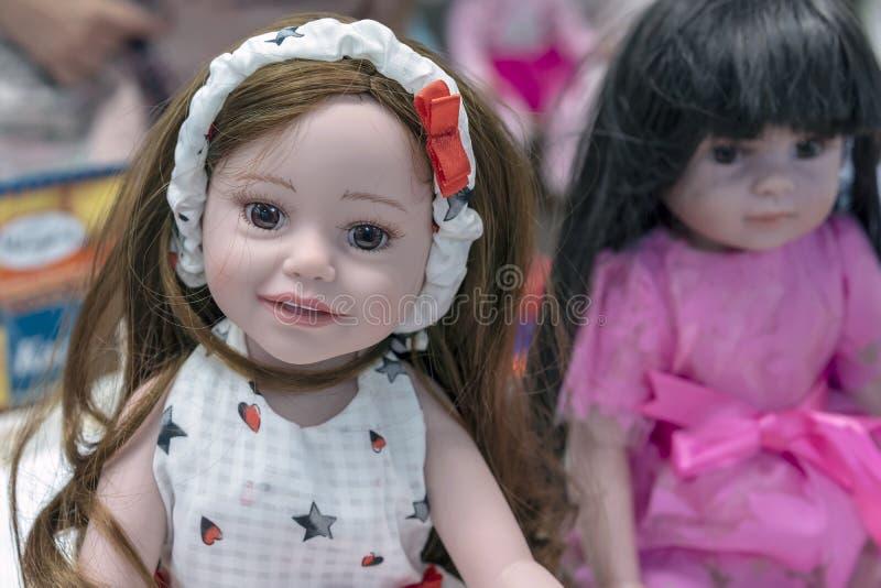 Boneca realística na loja de brinquedos imagem de stock royalty free