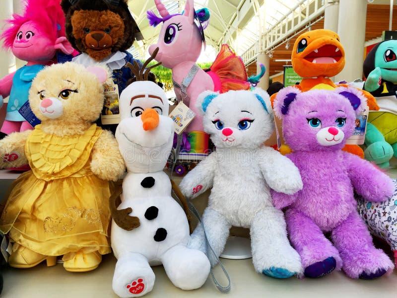 Bonecas coloridas fotografia de stock royalty free