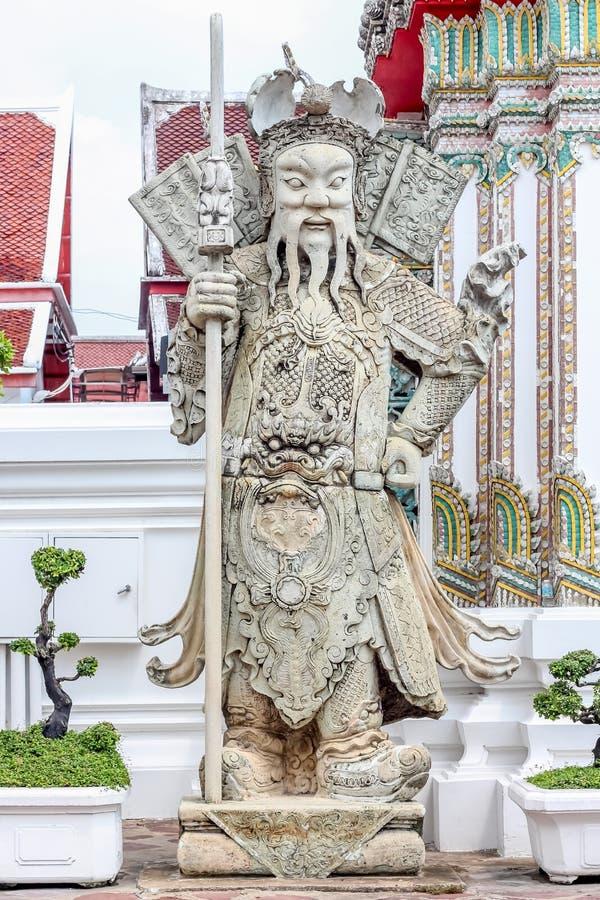 Bonecas da porcelana da escultura no pho do wat, Banguecoque Tailândia imagem de stock