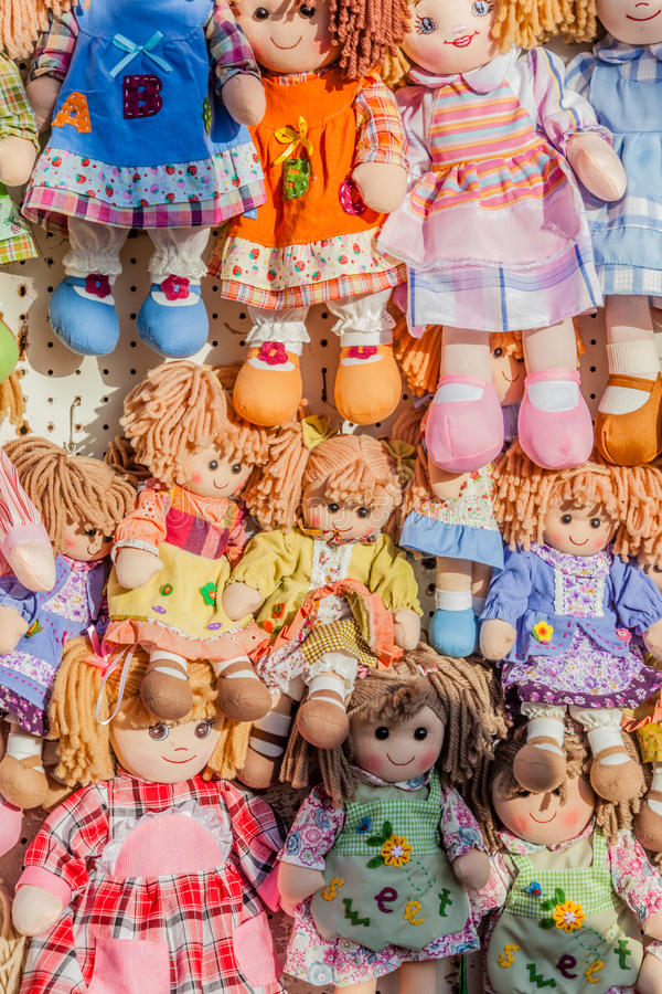 Bonecas de pano verticais imagem de stock