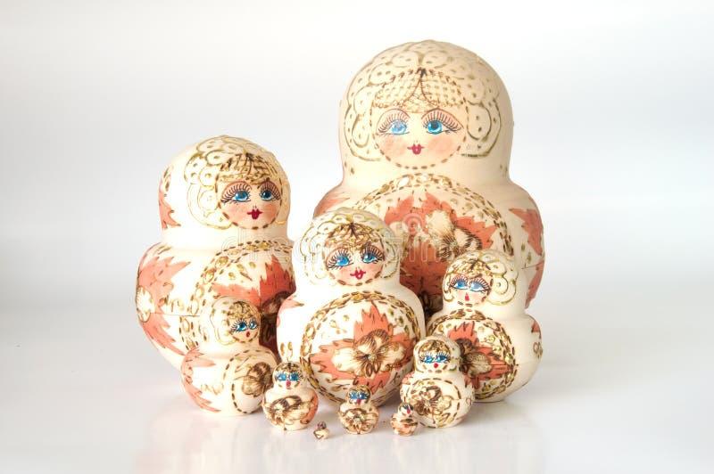 Bonecas do assentamento do russo (babushka) fotografia de stock royalty free
