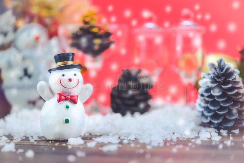 Bonecas do boneco de neve com atmosfera feliz do feriado fotos de stock royalty free