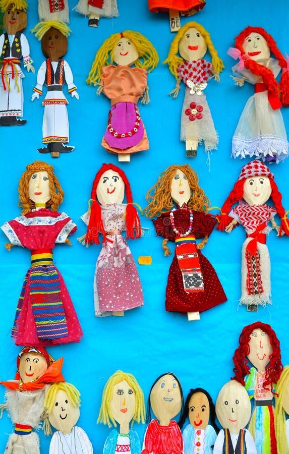 Bonecas romenas tradicionais de colheres de madeira imagens de stock royalty free