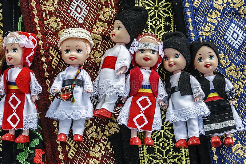 Bonecas Vestidas Nos Povos Romenos Tradicionais Costumes-1 Fotos de Stock Royalty Free