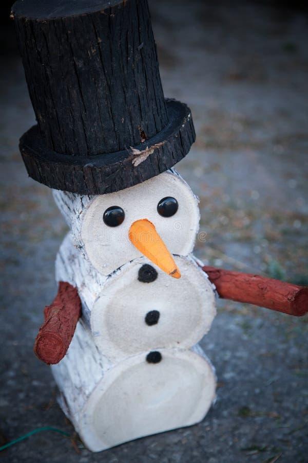 Boneco de neve de madeira decorativo imagem de stock royalty free