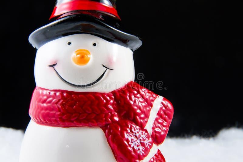 Boneco de neve de vista feliz que sorri no dia de Natal foto de stock