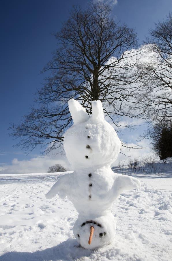 Boneco de neve do Headstand fotografia de stock royalty free
