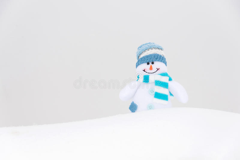 Boneco de neve feliz do inverno (espaço da cópia) imagens de stock royalty free