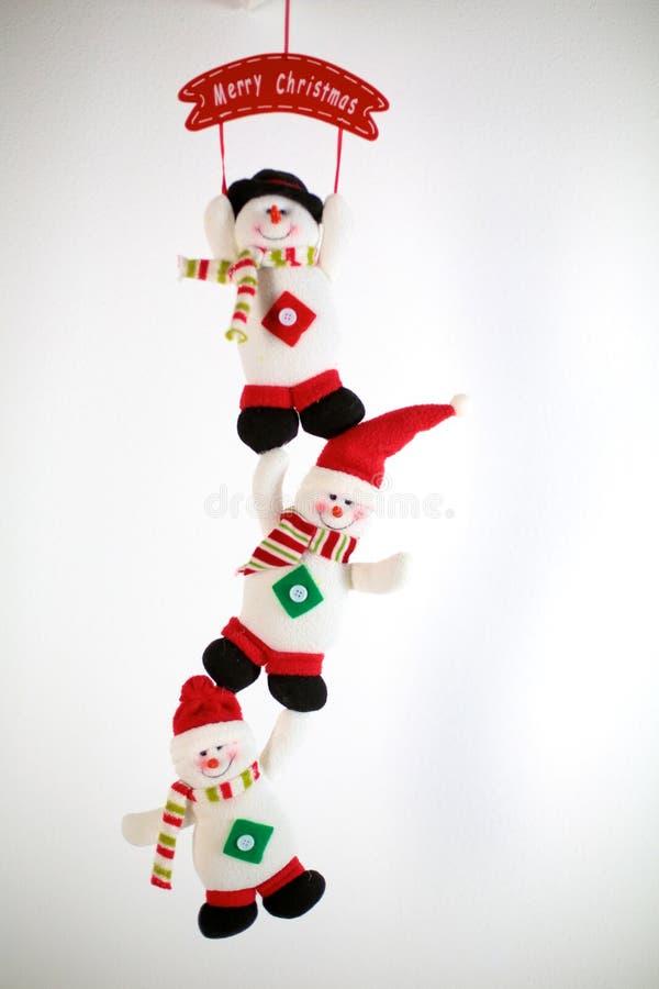 Boneco de neve feliz do Natal do inverno com cenoura e olhos fotografia de stock