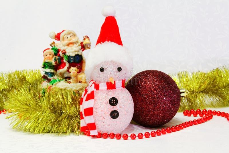 Boneco de neve, quinquilharia e brinquedo de Santa Claus fotografia de stock royalty free