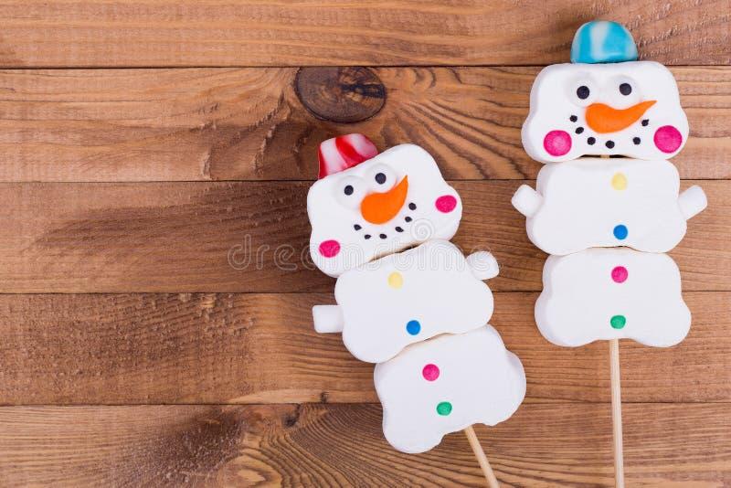 Bonecos de neve do marshmallow, lugar para o texto fotos de stock royalty free