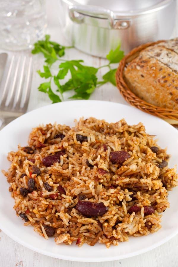 Bonen met vlees en rijst in de plaat royalty-vrije stock afbeeldingen
