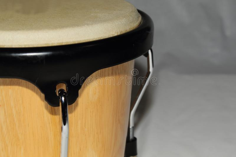Bongo-einzelnes nahes links lizenzfreies stockbild