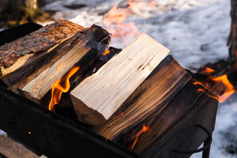 bongos Πυρκαγιά για το μαγείρεμα καυτός πολύ στοκ εικόνα