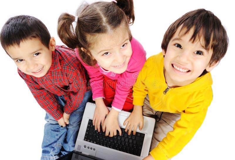 Bonheur, bel enfance, ordinateur portatif, groupe de photographie stock libre de droits