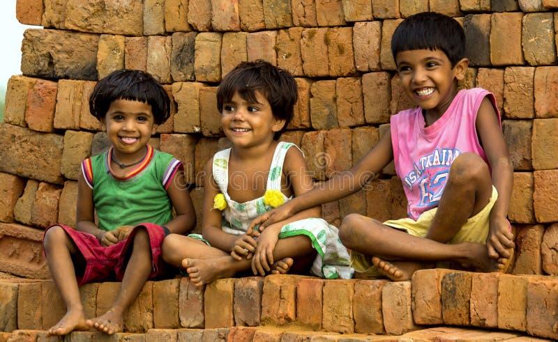 Bonheur dans le sourire innocent d'enfants images stock