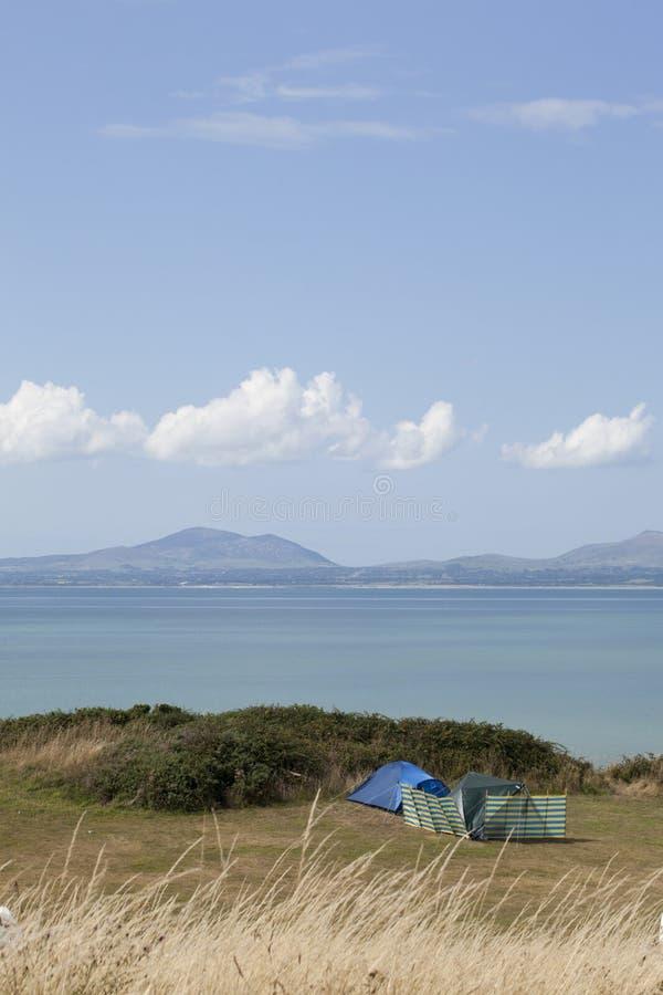 Bonheur de camping photographie stock libre de droits