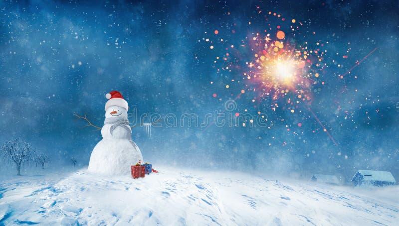 Bonhomme de neige avec des présents la nuit hiver illustration libre de droits