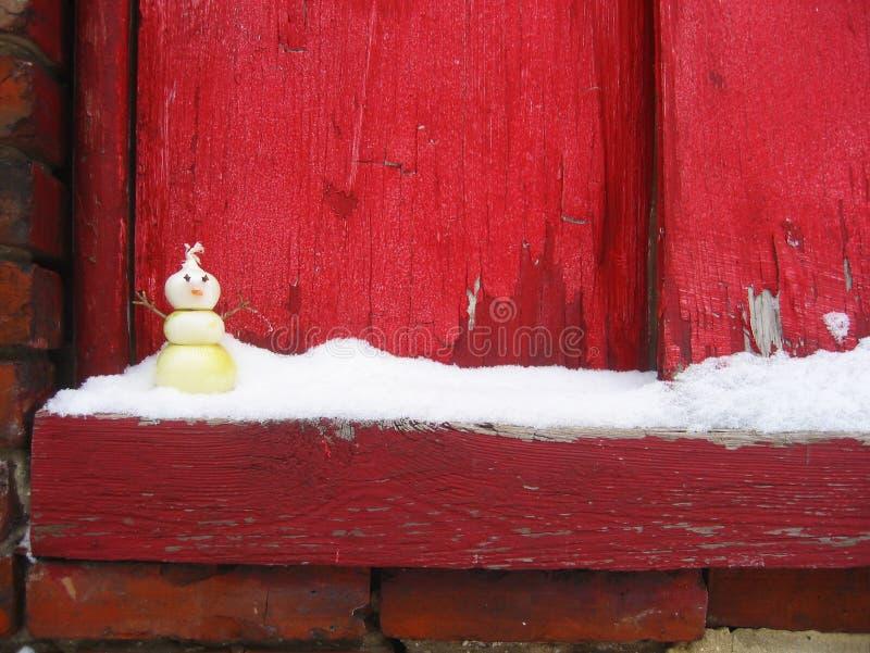 Bonhomme de neige d'oignon sur le Windowsill de Milou photos stock