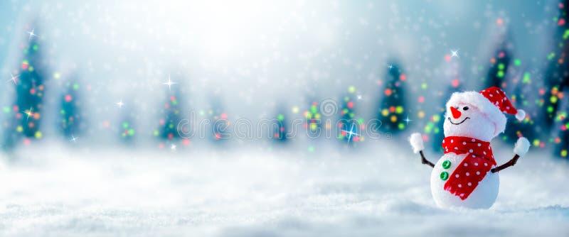 Bonhomme de neige dans la neige photographie stock