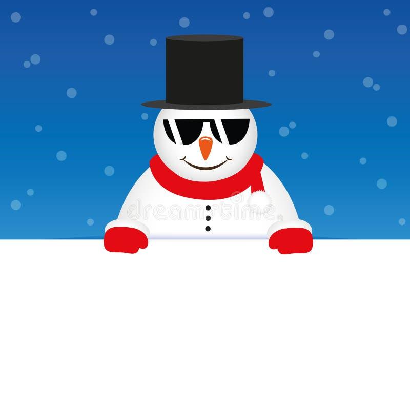 Bonhomme de neige mignon heureux avec des lunettes de soleil sur le fond neigeux bleu illustration libre de droits