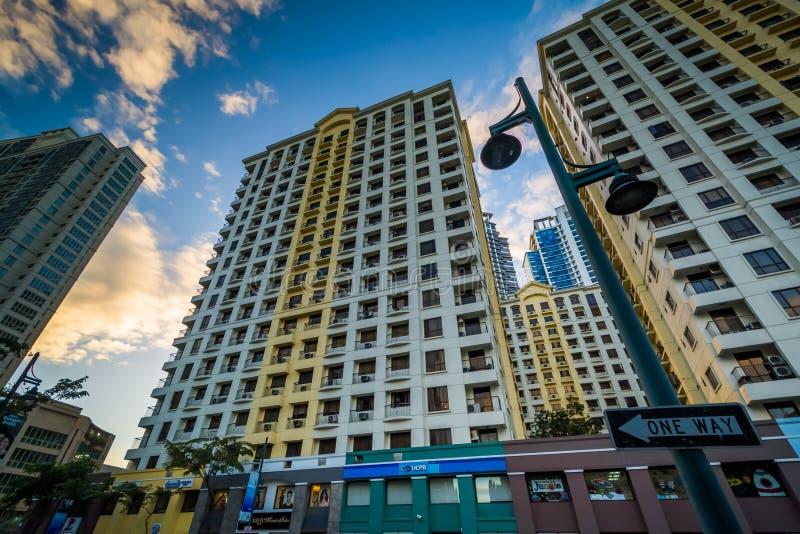 Bonifacio全球性市的现代摩天大楼日落的,在达义市 库存照片