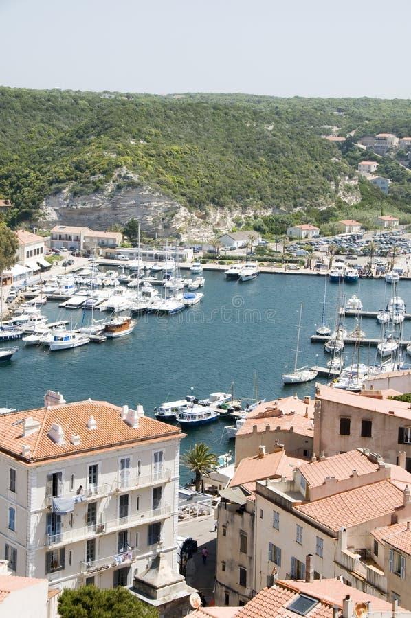 bonifacio可西嘉岛港口更低的海滨广场城镇 免版税库存图片