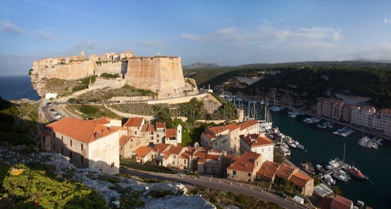 Bonifacio和小游艇船坞,可西嘉岛,法国 免版税图库摄影