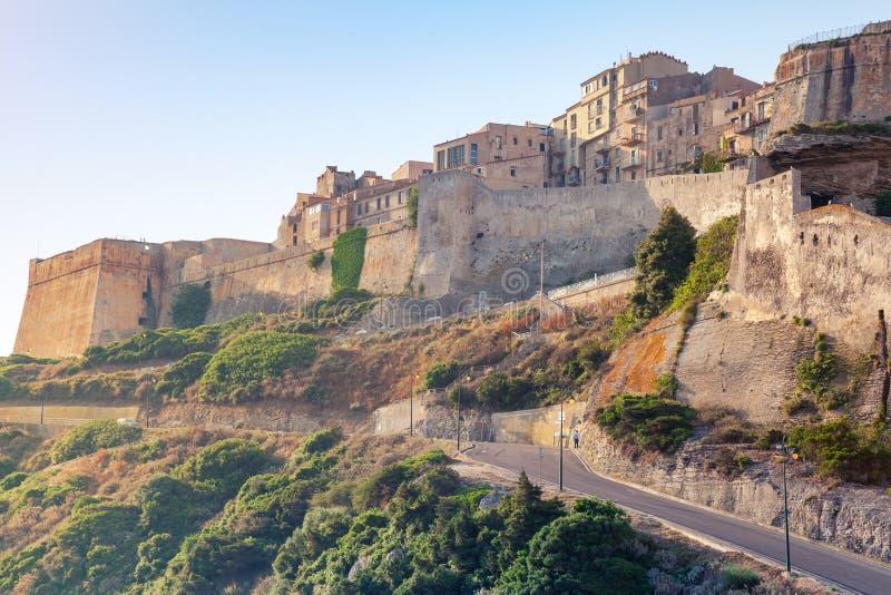 Bonifacio城堡在早晨阳光下,可西嘉岛 免版税库存图片
