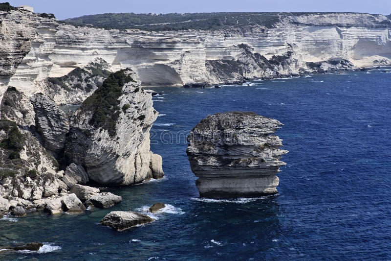 bonifacio海岸可西嘉岛岩石的法国 免版税图库摄影