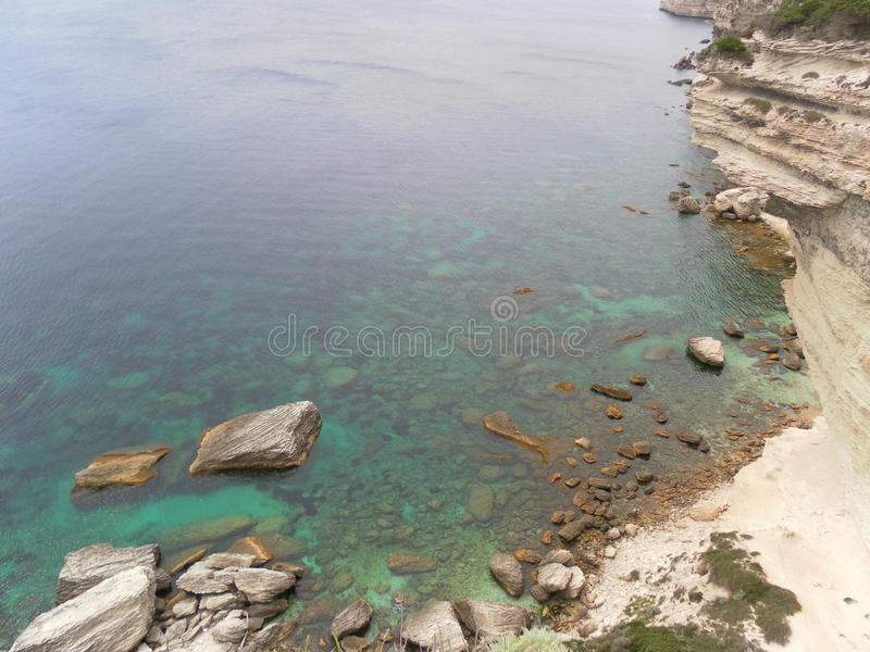 Bonifacio klippa som fotvandrar i corsican landskap royaltyfri bild