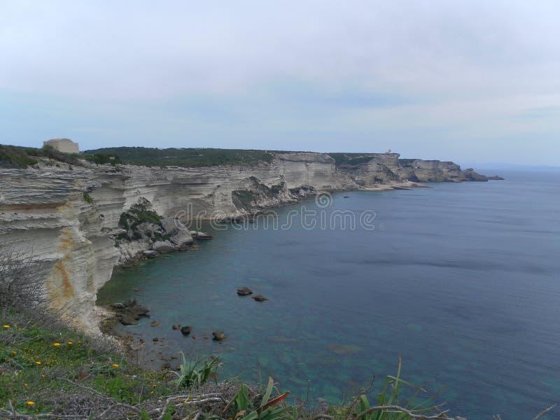 Bonifacio klippapanorama i corsican landskap arkivbild