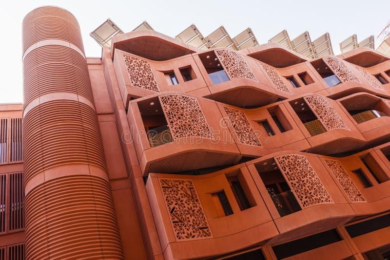 Boningbyggnader i den Masdar staden, Abu Dhabi, Juni 2018 arkivfoton