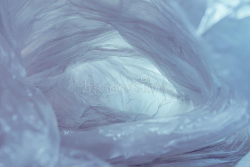 Bonita bolsa de plástico con fondo abstracto No existe el concepto de bolsa plástica, salva el mundo, proteja la tierra foto de archivo libre de regalías