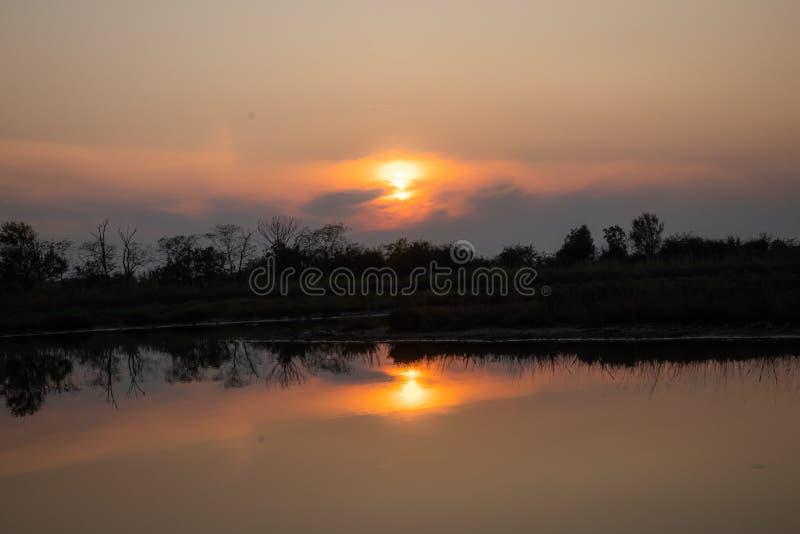 Bonita puesta de sol en Italia imagen de archivo